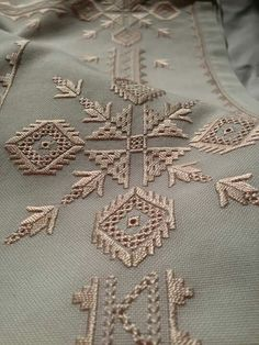 This Pin was discovered by Kev Hardanger Embroidery, Ribbon Embroidery, Beaded Embroidery, Embroidery Stitches, Embroidery Patterns, Cross Stitch Patterns, Swedish Weaving Patterns, Cross Stitch Tree, Smocking