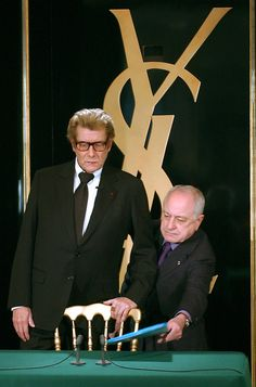 Yves Saint-Laurent with Pierre Berge during a press conference in Paris, January 2002. #YSL