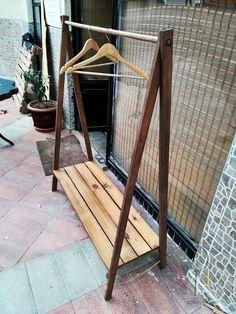 Percha abierta de madera maciza - M -