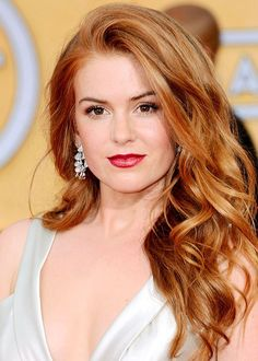 Hair natural auburn isla fisher 44 ideas for 2019 Light Auburn Hair Color, Hair Color Dark, Cool Hair Color, Hair Colors, Color Del Pelo, Corte Y Color, Natural Hair Styles, Long Hair Styles, Hair Highlights