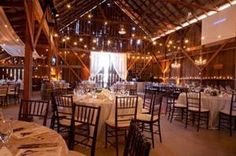 30 Intimate And Lovely Barn Wedding Reception Ideas - Pelfind