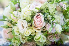 Brautstrauß | © hochzeitsfotos.in-fluenz.de Rose, Flowers, Plants, Wedding Photography, Getting Married, Wedding Bride, Pink, Plant, Roses