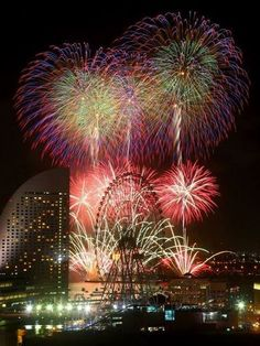 Fireworks in Japan (花火 Hanabi) (Earth looks fantastic. Fireworks Pictures, Best Fireworks, Fireworks Art, Beautiful World, Beautiful Places, Fireworks Wallpaper, Awsome Pictures, Fire Flower, Fire Works