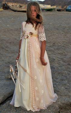 DSC_0402 (2) Communion Solennelle, Holy Communion Dresses, Wedding Dresses For Kids, Wedding Dresses Plus Size, Little Girl Dresses, Girls Dresses, Flower Girl Dresses, Baby Girl Fashion, Kids Fashion