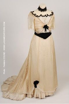 Ball dress Vichy c. 1900 Large skirt with pleated hem Organza over-skirt Bodice with lace sleeves and jet trim Velvet belt