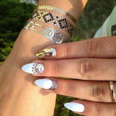 tatouages phmres poignet et nail art assorti - Coloration Phmre