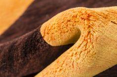 Detalle alfombra Indonepal Marrón Naranja.  Alfombra de lana anudada a mano con un tratamiento especial que le da una sensación sedosa y agradable al tacto.  #alfombra #indonepal #decoración #marrón #naranja