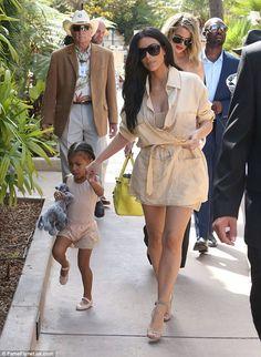 Kim Kardashian looks slimmer than ever in belted shirt dress Kourtney Kardashian Baby, Kardashian Photos, Kardashian Family, Kardashian Style, Kardashian Jenner, Kris Jenner Mom, Kendall Jenner, Kim K Dresses, Kim And North