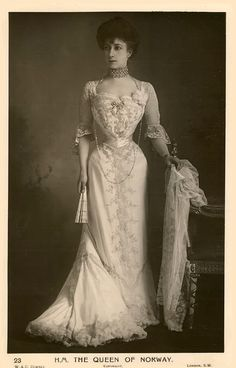 queen Maud of norway (born princesse Charlot of wales) Belle Epoque, Edwardian Fashion, Vintage Fashion, Edwardian Era, Steampunk Fashion, Gothic Fashion, Images Victoriennes, Maud Of Wales, Style Édouardien