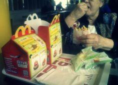 DAY 58 : Deux Happy Meal s'il vous plaît. Oui, pour ma grand-mère et moi-même, parfaitement!