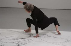 In conjunction with an exhibition of her drawings, modern dance legend Trisha Brown improvises movements across a large piece of paper placed on the Medtronic Gallery floor. Modern Dance, Contemporary Dance Moves, Mn Artists, Drawing Application, Conceptual Drawing, Human Poses Reference, Brown Art, Postmodernism, Abstract Watercolor