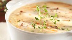 Juustoinen porokeitto tehdään poronkäristyksestä, kasvissuikaleista ja sulatejuustosta.