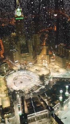 Mecca Madinah, Mecca Wallpaper, Beautiful Names Of Allah, Duaa Islam, Arabic Love Quotes, Quran Verses, Islamic Art, Peace Quotes, Caligraphy