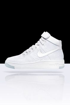 The lightest version of the hoops legend — the new Nike Air Force 1 Ultra Flyknit sneaker is 50% lighter than the original.