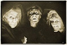 The three Witches of Macbeth.they really got their hands dirty! Vintage Halloween Photos, Halloween Pictures, Halloween Prints, Holidays Halloween, Halloween Decorations, Halloween Party, Scary, Creepy, Three Witches