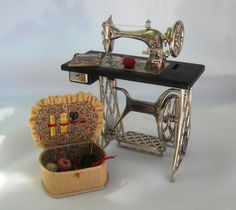 Old Days - Old Ways: Miniatures Monday--Tiny Quilting Studio!