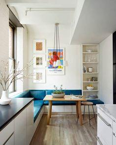 Hoy en ebom.es hablamos de soluciones prácticas para comedores con pocos metros. . . . . Podéis encontrar el link directo en la bio. (Y la foto es de @tycole) . . .  #ebomworld #deco #decoracion#home#interiordesign #exteriordecor #exteriordesign #livingroom #livingroomdecor#whitekitchen #kitchen #colorful #kitchendecor #tinykitchen #smallkitchen