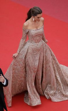 Alessandra Ambrosio Off-the-Shoulder Dress - Alessandra Ambrosio cut a regal figure in an embellished gold off-the-shoulder gown by Zuhair Murad Couture at the Cannes Film Festival screening of 'The Wild Pear Tree.' #beautydresses Evening Dresses, Prom Dresses, Formal Dresses, Wedding Dresses, Alessandra Ambrosio, Couture Dresses, Fashion Dresses, Mode Rose, Red Carpet Dresses