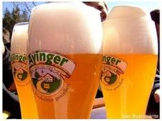 Cerveja Ayinger Leichte Bräu-Weisse, estilo German Weizen, produzida por Ayinger, Alemanha. 3.2% ABV de álcool.
