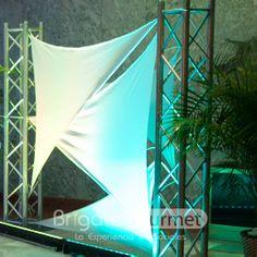 Para dar Un toque diferente y exclusivo a tu decoración que te parece esta opción de Telas Tensadas con iluminación para separar ambientes o simplemente decorar