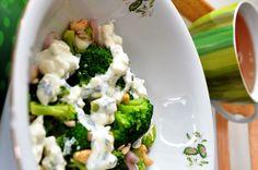 Sałatka z brokułem i białym serem