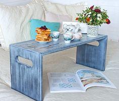 Столик для завтрака и домашних чаепитий