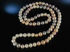 Big bright Pearls! Lovely pearl necklace, wundervolle lange dicke Süßwasser Zucht Perlen Kette Multicolor, feine Perlenkette, schöner Perlen Schmuck bei Die Halsbandaffaire