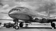 The world's first commercial jet airliner Commercial Plane, Commercial Aircraft, De Havilland Comet, Passenger Aircraft, Experimental Aircraft, Pre Production, Boeing 747, Concorde, First World