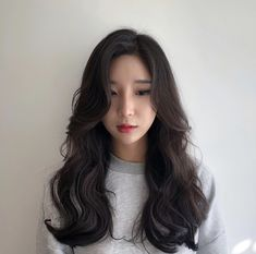 Medium Hair Styles, Long Hair Styles, Long Layered Haircuts, Dream Hair, Beautiful Asian Women, Wig Hairstyles, Hair Inspiration, Asian Girl, Wigs