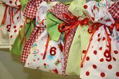 Säckchen für den Adventskalender nähen, mit Öse zum Aufhängen