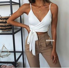 Moda juvenil femenina verano 2019 for Casual Summer Outfits, Short Outfits, Spring Outfits, Cute Outfits, Casual Shorts, Fashion Mode, Trendy Fashion, Boho Fashion, Fashion Outfits