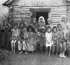 Door de Russische Revolutie was er minder geld om eten te kopen en waren de mensen uitgehongerd.