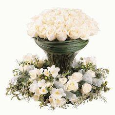 Benodigdematerialen:zelf dit bloemstukje maken Een mooie witte vaasschikking is hier op een Designring geplaatst. Het kan ook in een steek...