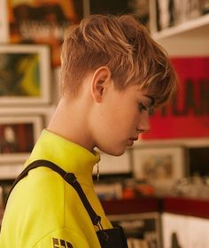 Best 66 pictures of short straight blonde hair Tomboy Hairstyles, Pixie Hairstyles, Cool Hairstyles, Pixie Haircut, Hair Inspo, Hair Inspiration, Short Hair Cuts, Short Hair Styles, Androgynous Haircut