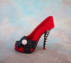 Stiletto shoe cake topper Source by heels fondant Shoe Box Cake, Bag Cake, Shoe Cakes, Purse Cakes, Stiletto Shoes, Shoes Heels, Fashionista Cake, Shoe Template, Shoe Molding