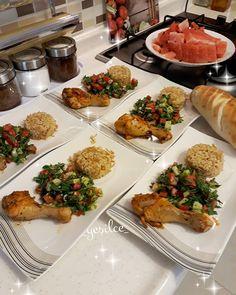 Food Platters, Food Dishes, Vegan Recipes Easy, Cooking Recipes, Plats Ramadan, Food Decoration, Food Design, Food Presentation, Love Food