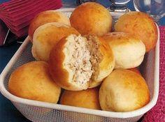 Pãozinho de batata recheado com frango, mas você também pode rechear com queijo parmesão, catupiry e muito mais! - Aprenda a preparar essa maravilhosa receita de Pão de Batata e Frango