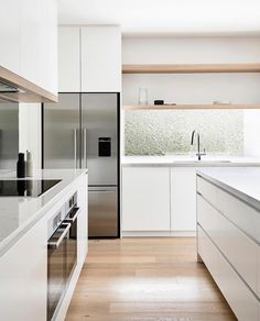BALANCE ⚖️ I'm loving this kitchen from The touches of oak in the upper joinery connect with the flooring to bring… Kitchen Room Design, Modern Kitchen Design, Home Decor Kitchen, Kitchen Living, Interior Design Kitchen, Home Kitchens, Interior Plants, Living Room, Minimalist Kitchen