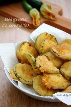 Beignets de courgettes Veggie Recipes, Vegetarian Recipes, Snack Recipes, Cooking Recipes, Snacks, Tempura, Mauritian Food, Good Food, Yummy Food