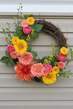 25 Cheery Spring Wreaths - Lydi Out Loud, Beautiful Gerber Daisy Spring Wreath.such a happy looking arrest Gerbera daisy's. Such happy looking flowers. Wreath Crafts, Diy Wreath, Diy Crafts, Wreath Ideas, Grapevine Wreath, Tulle Wreath, Diy Spring Wreath, Spring Crafts, Couronne Diy
