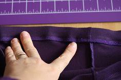 Hazeltjes: Elastiek inzetten met de lockmachine Sewing, Dressmaking, Sew, Stitching, Full Sew In, Costura