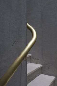 Handrail/stair detail in Uno Tomoaki houses. Staircase Handrail, Interior Staircase, Banisters, Stair Railing, Metal Handrails For Stairs, Staircase Design, Architecture Details, Interior Architecture, Interior And Exterior