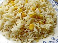 Nasi Jagung; Witte rijst met mais. Een eenvoudig maar lekker recept. Is weer eens wat anders dan gewone witte rijst. Zeker het proberen waard.