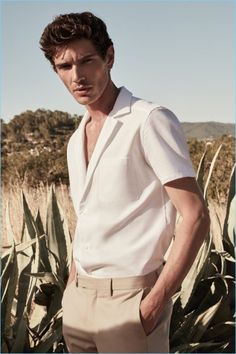 French model Julien Sabaud wears a Reiss white Cuban-collar shirt with slim-fit chinos Outfits Hipster, Style Outfits, Trendy Outfits, Fashionable Outfits, Outfit Hombre Casual, Moda Blog, Look Street Style, Look Man, Mein Style