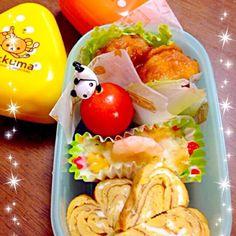 今日は寝坊したから、弁当❤️      ☻     卵焼き      ☻     唐揚げ      ☻     グラタン      ☻     レタス      ☻     プチトマト      です! - 21件のもぐもぐ - おにぎり弁当〜⭐️ by kysmikikou