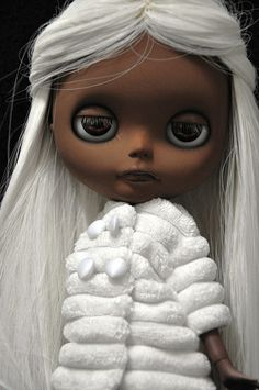 Blythe doll seems to be done like Storm from X men I so want one like this