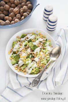 Sałatka brokułowa z kurczakiem, kukurydzą i orzechami Cobb Salad, Recipies, Lunch Box, Eat, Healthy, Food, Al Dente, Salads, Recipes