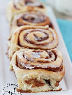 Cinnamon Rolls with Frosting - super delish! You really can't go wrong with this dessert. And there's nothing better than yummy, traditonal cinnamon rolls with frosting! Quick Cinnamon Rolls, Cinnabon Cinnamon Rolls, Vegan Cinnamon Rolls, Biscuit Cinnamon Rolls, Best Cinnamon Roll Recipe, Donut Recipes, Baking Recipes, Cake Recipes, Dessert Recipes