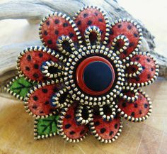 Button Brooch ❤ from woolly fabulous (flickr)