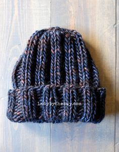 Lady by the Bay - Simple Ribbed Beanie Knitting Pattern Here's a simple ribbed hat that you can knit up in a couple of hours. I found this squishy soft Madelinetosh yarn that was perfect for it. Beanie Knitting Patterns Free, Beanie Pattern Free, Baby Hats Knitting, Loom Knitting, Free Knitting, Knitted Hats, Crochet Patterns, Hat Patterns, Child Knit Hat Pattern
